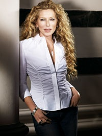 kelly hoppen la c l bre architecte d 39 int rieur se lance dans la mode. Black Bedroom Furniture Sets. Home Design Ideas