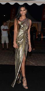 Le top model brésilien Alessandra Ambrosio portait une robe de cocktail corail signée Roberto Cavalli. La chanteuse australienne Kylie Minogue qui vient de