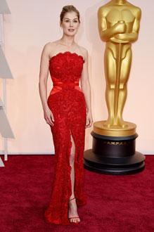 Look avec une robe rouge