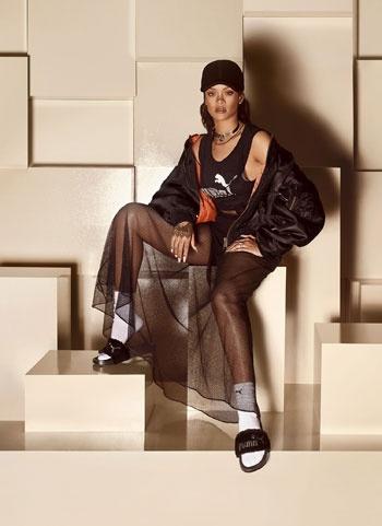 7ab223166d3 On lui préfère volontiers la tong notamment brésilienne ou encore la  sandale tropézienne. Alors quand Rihanna imagine pour Puma un modèle de  claquette ...