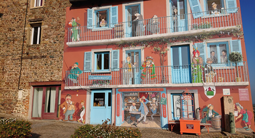 Fresque village de Clochemerle Vaux-en-beaujolais